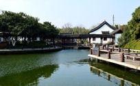 荆川公园的河面和古建筑