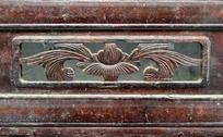 青果巷木门上的对称装饰图案