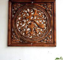 淹城的雕花木框