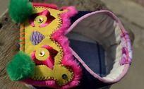 黄色宝宝鞋俯拍
