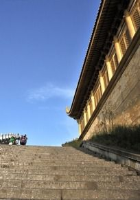 峨眉金顶的寺庙一角