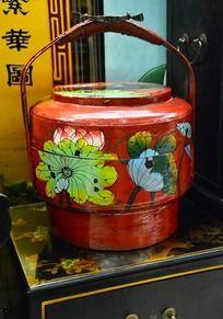 荷花图案的中国木食盒