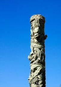 立体石雕龙柱
