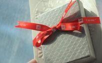 蝴蝶结礼物盒