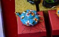 花卉图案拉铜丝蓝茶壶