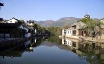 河边旧宅图片