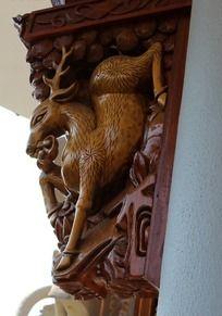 屋檐梁下麋鹿木雕