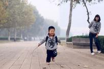 奔跑中的孩子