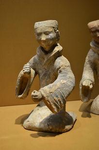 汉代人物陶俑侧拍