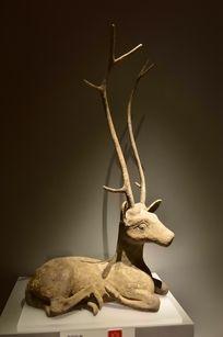 青铜器鹿形角兽