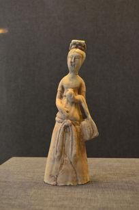 唐三彩女性陶俑