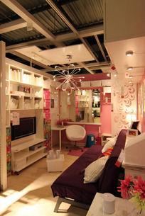 有书桌书柜的小客厅布置