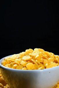 一碗金黄色的玉米片
