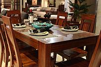 客厅的桌椅组合