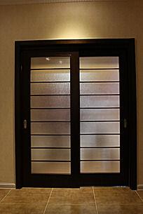 木质玻璃推拉门