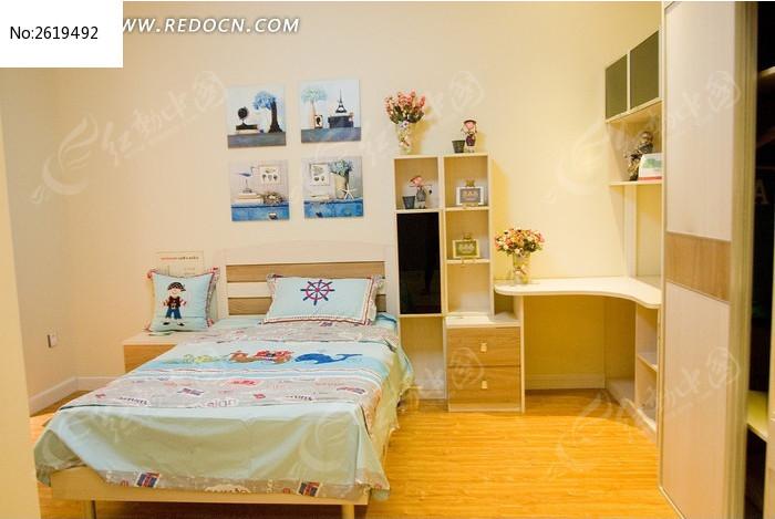 卧室里的儿童床图片