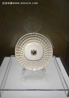 珍珠釉彩绘徽章纹盘