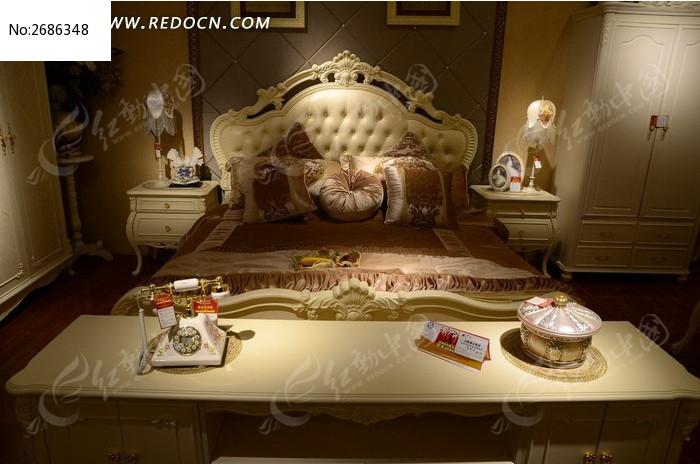 白色大气的双人床 气派的欧式双人床图片