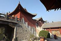 圆融寺石阶上的大殿