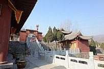 圆融寺通往侧门的石阶