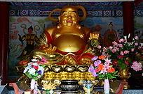 开怀大笑的金身弥勒佛像