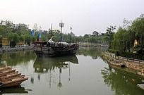 清明上河园的水上船只