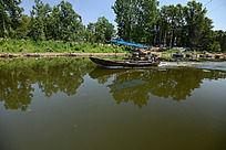 水上的小船