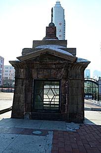 哈尔滨古城堡窗户