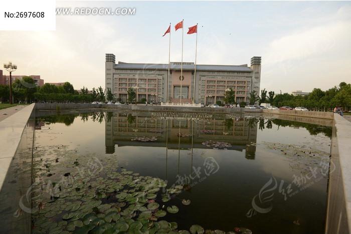 郑州大学行政楼风景图片