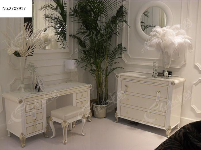 白色的欧式梳妆台图片图片