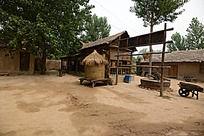 农村破旧的小院外景