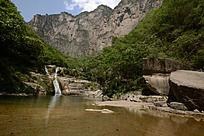 如画的潭瀑峡