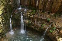山壁上的流水