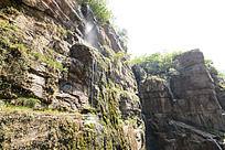 山壁上的瀑布
