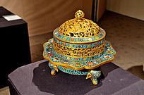 铜胎掐丝珐琅雕螭龙西番莲象足炉