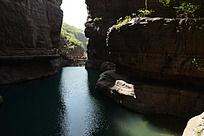 峡谷间的河流