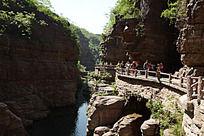 峡谷栈道流水