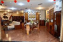 中式客厅里的家具