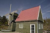 风车旁小木屋