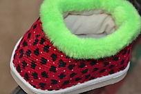 红黑点宝宝鞋
