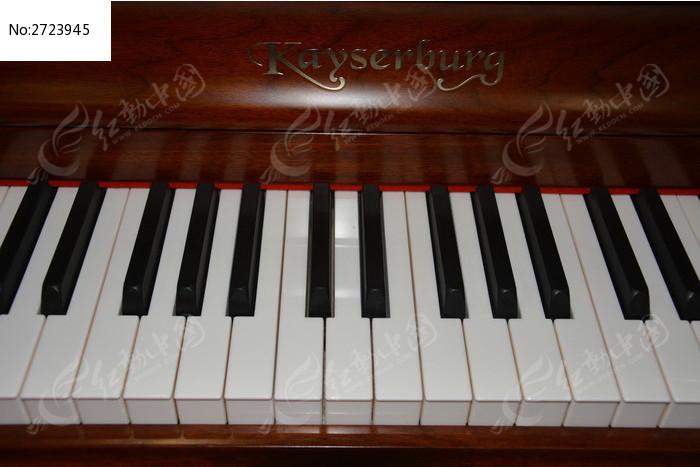 钢琴黑白键