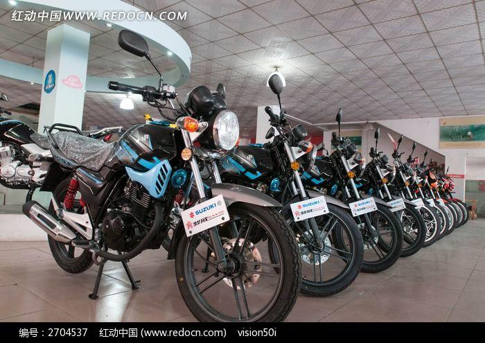 整齐排列展示中的济南轻骑铃木新骏威gsx125图片