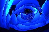 花博会展馆内的蓝色玫瑰花天幕
