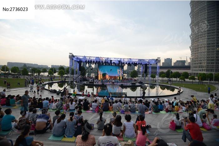 千玺广场的演出
