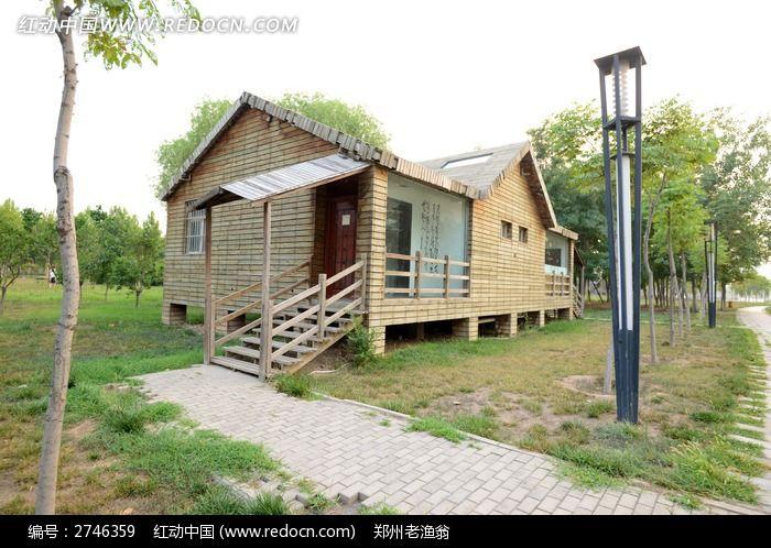 树林里的小屋图片_建筑摄影图片