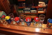 棒球与玻璃杯