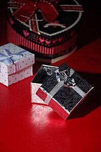 三个首饰盒礼品盒心形礼物盒