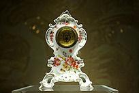 彩绘花卉纹座钟