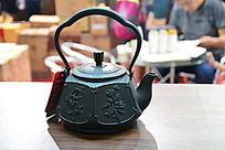 梅花图案铜茶壶