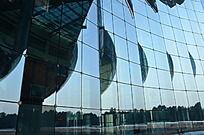 玻璃幕墙和倒影